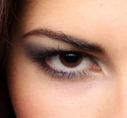 如何去除眼部细纹_护肤达人支招去除眼部细纹的方法
